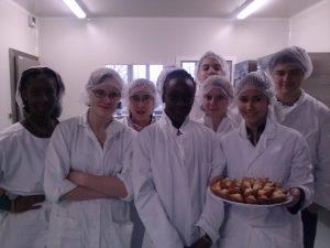 réalisation de madeleines au chocolat